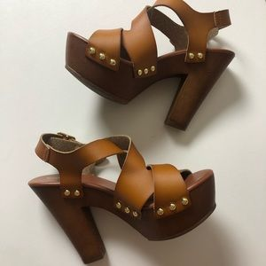 Brown / tan ankle strap chunk heels size 6.5